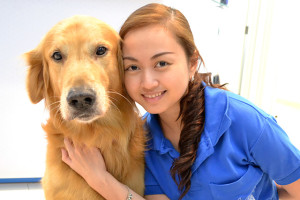 Riverside-Veterinary-Clinic-Nurse-with-Pooche